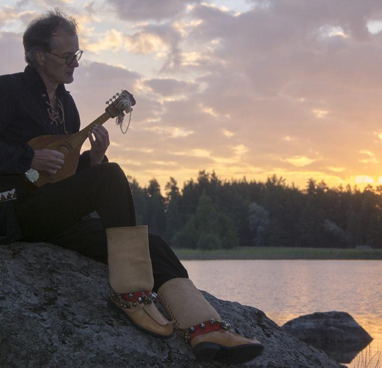 Uusi Suomalainen messu haastaa laulutekstien tekijät