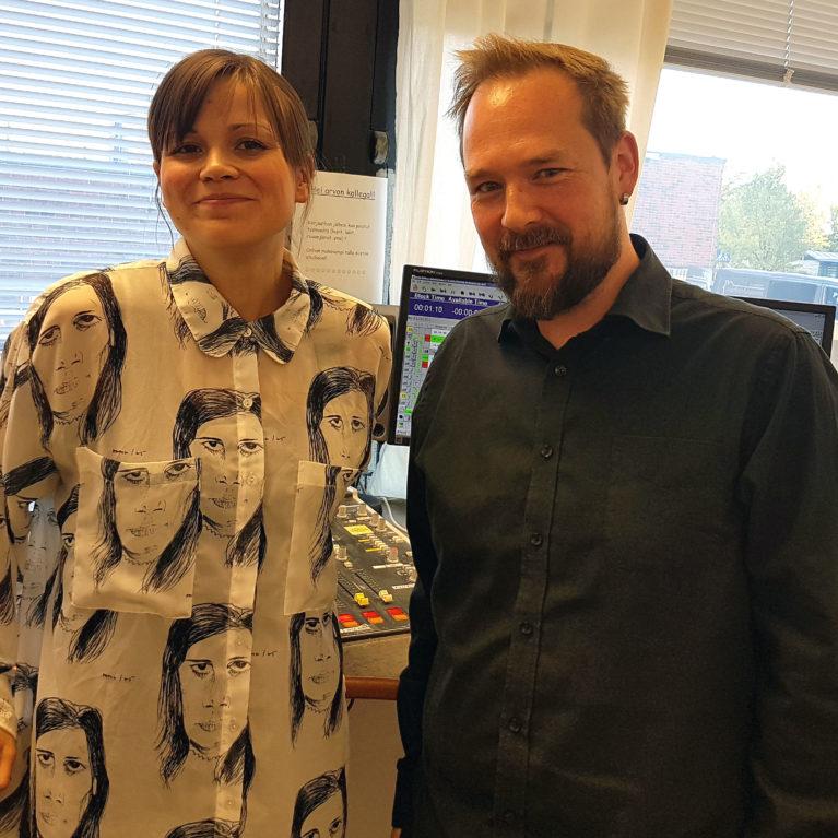 """Rippikoulukriitikko Sonja Saarikoski uskoontulostaan Viikon debatissa: """"Kyse oli psykologiasta, ei Pyhästä Hengestä"""""""