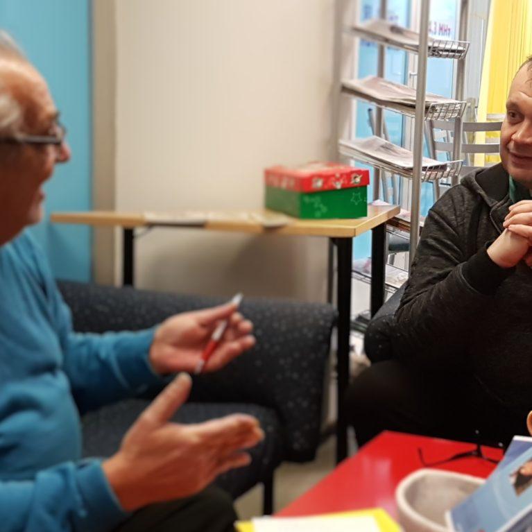 Rainer Friman ja ihmisen ääni kertoo, kuinka avutta jääneestä kasvoi auttaja