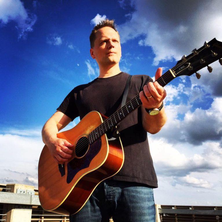 Suomalais-amerikkalaisen Jonathan Rundmanin laulu Keminmaan muumiosta