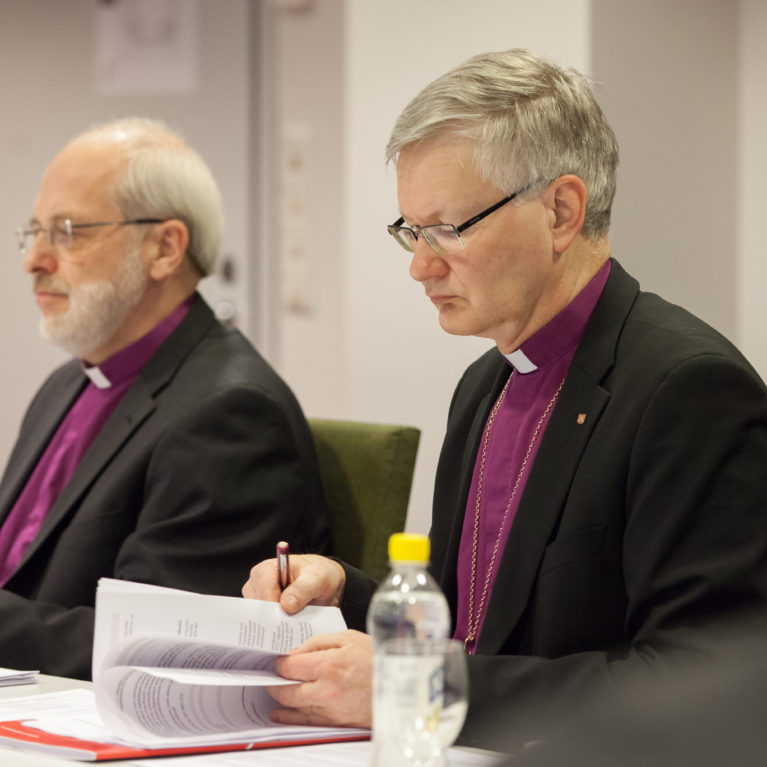 Simo Peura ja Seppo Häkkinen suoran kyselytunnin seuraavat piispavieraat