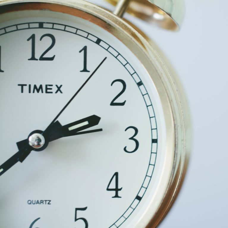 Mainoksien ja ohjelmien toimitusaikataulut