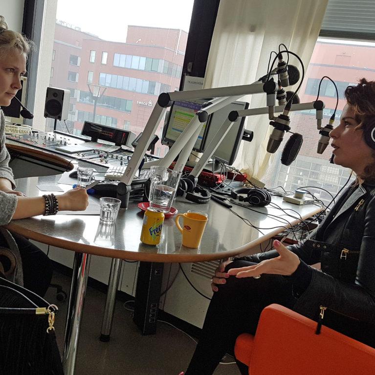 KUUNTELE: Laulajat Jippu ja Tia Cohen Radio Deissä: Pääsimme helveteistämme lähekkäin
