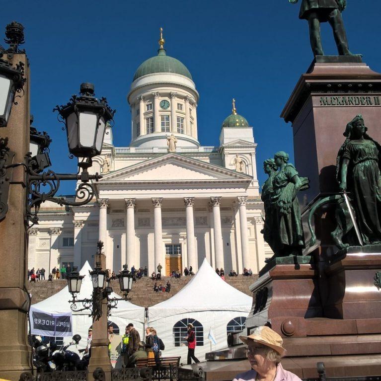 Radio Dei kutsuu 20. juhlavuoden kunniaksi koko Suomea juhlimaan Senaatintorille