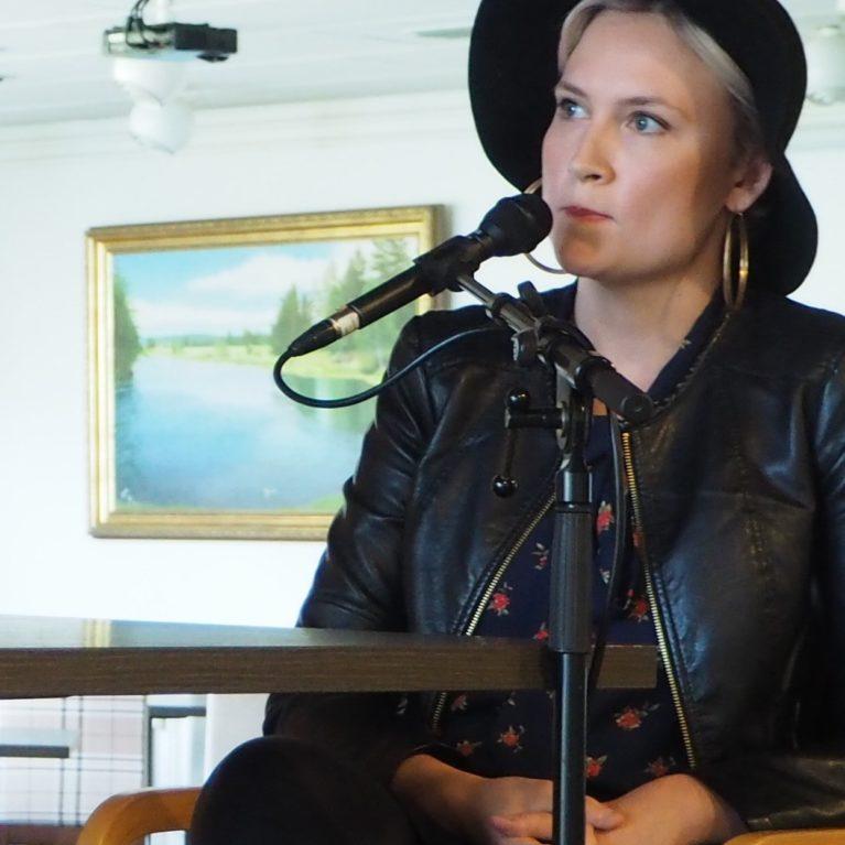 Voiko toisen rakastaa raittiiksi? – Jippu ja terapeutti Laura Eklund jakavat kokemuksiaan riippuvuuksista