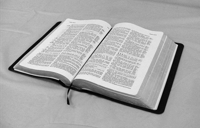 Nykyinen Kirkkoraamattu ei ole enää kansankielinen