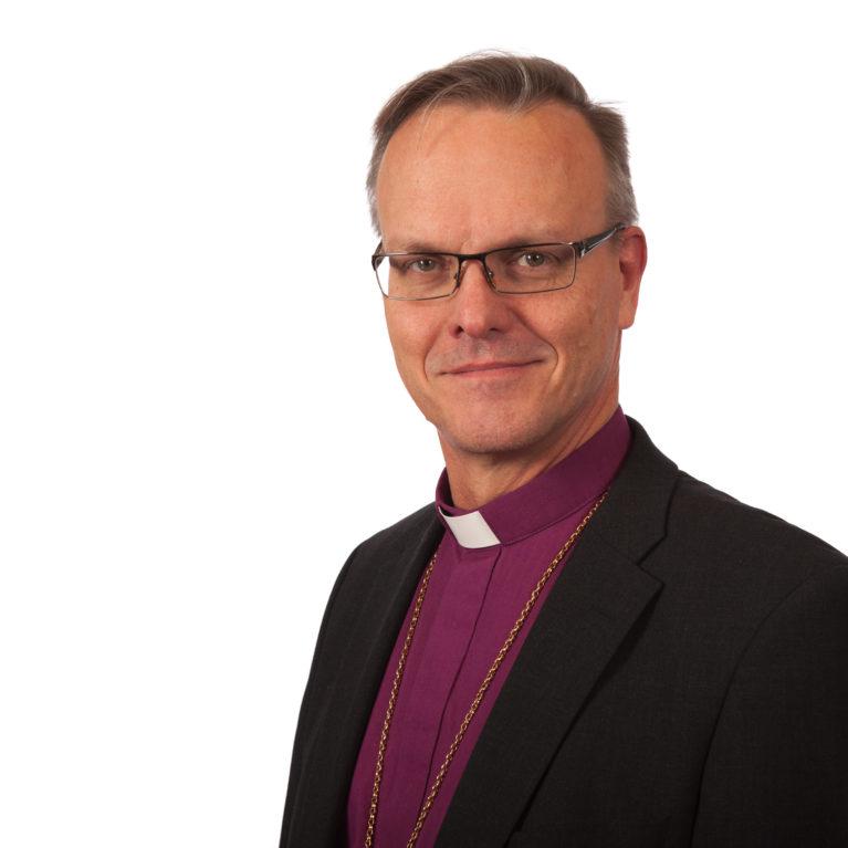 Vaalitentissä arkkipiispaehdokas Tapio Luoma