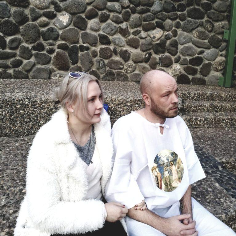 KUUNTELE: Jippu ja Sami Elorinne kertovat tarinansa – ateistin tie buddhalaisesta temppelistä kristilliselle kasteelle