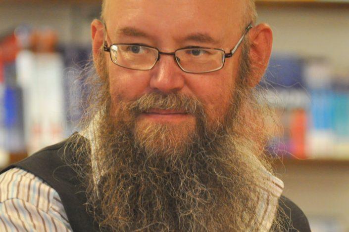 KUUNTELE: Tähtitieteilijä haastaa piispan keskustelussa uskon ja tieteen rajoista