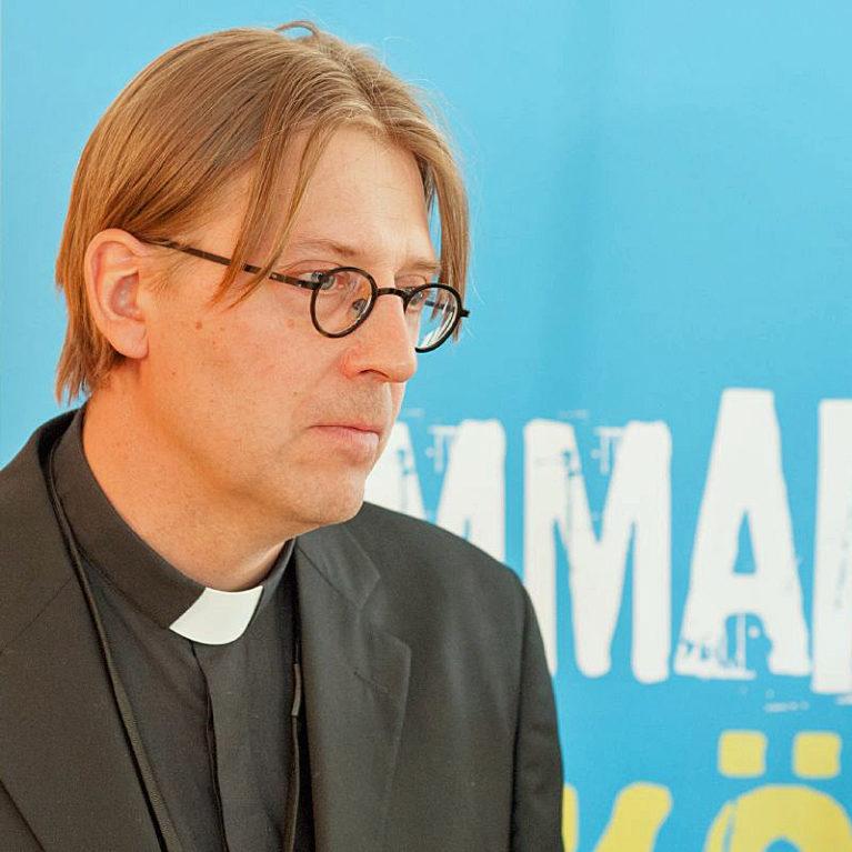 Piispaehdokas Jukka Hautala: Maahanmuuttajien kotouttaminen hyvä reaktio kirkolta