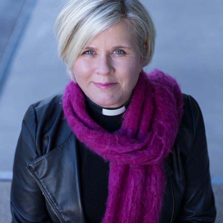 KUUNTELE: Kisapapappi Leena Huovinen avaa Espoon piispanvaalitenttien sarjan