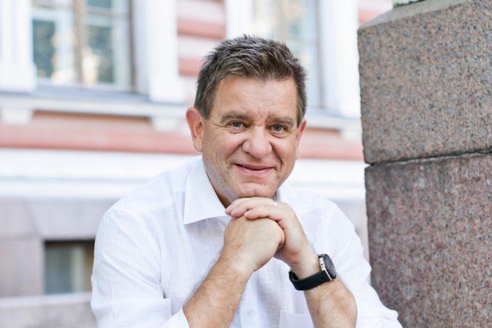 KUUNTELE – Aki Hintsa -ilta: Eija-Riitta Korhola ja Keijo Leppänen muistelevat F1- ja lähetyslääkäriä
