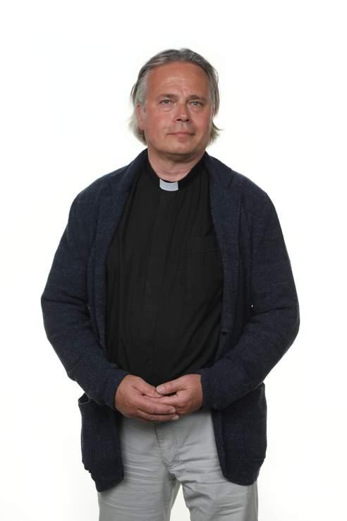 Espoon piispanvaalitentissä teologian tohtori Sammeli Juntunen puhuu rohkeasti Jumalasta