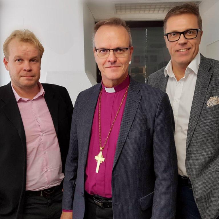 KATSO: Arkkipiispa Tapio Luoma esti Jari Sarasvuon eron kirkosta