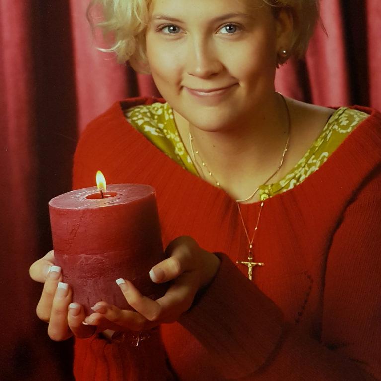 KUUNTELE: Jippu sytyttää kynttilän yksinäisille – Hanna Ekola kertoo yksinäisyyden viiltävän syvimmin jouluna