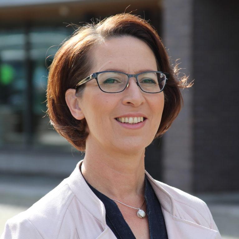 KUUNTELE: Sari Essayah kansanedustajien suosikkikollega – vaalitentti selvittää, mihin pienpuolue suosion kanavoi