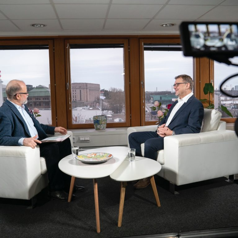 """Juha Sipilä yllätti Radio Dein puheenjohtajatentissä: """"Hiilinieluista puhutaan aika vähän – meidän pitää saada hiilipörssi"""""""