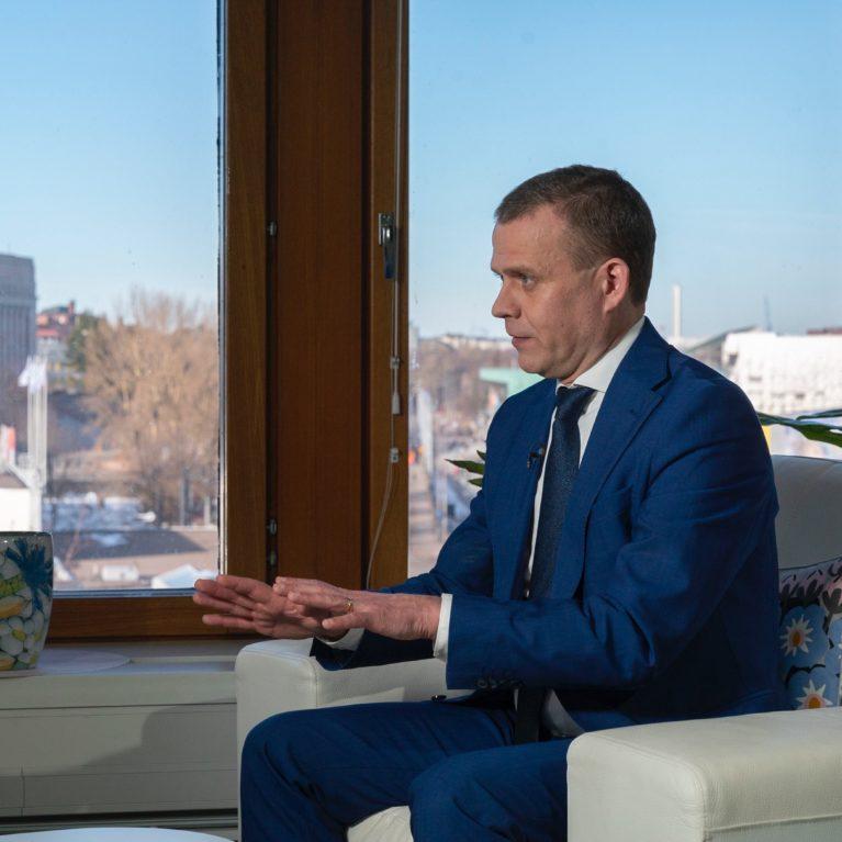 """KUUNTELE: Sote ja hallitus kaatuivat – Petteri Orpon arvio vaaliviikoista: """"Olen erittäin huolissani siitä, että ilma on nyt sakeanaan lupauksia"""""""