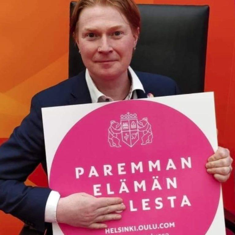 Kohukuvan julkaissut viestintäjohtaja Mikko Salmi avaa sanaleikkiensä taustoja