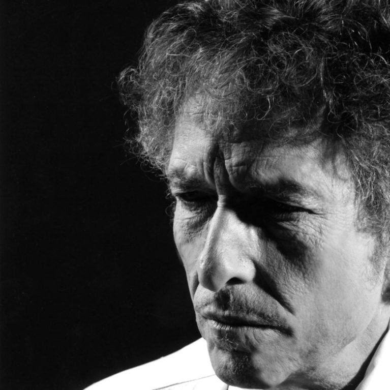Radiodokumentti Suomeen saapuvasta Bob Dylanista Radio Dein juhannuspäivän illassa