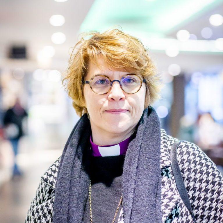 Kaisamari Hintikka ensimmäistä kertaa Piispan kyselytunnilla