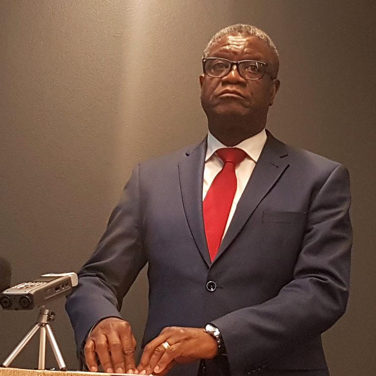 Rauhannobelisti Denis Mukwege auttaa Kongoa henkensä kaupalla