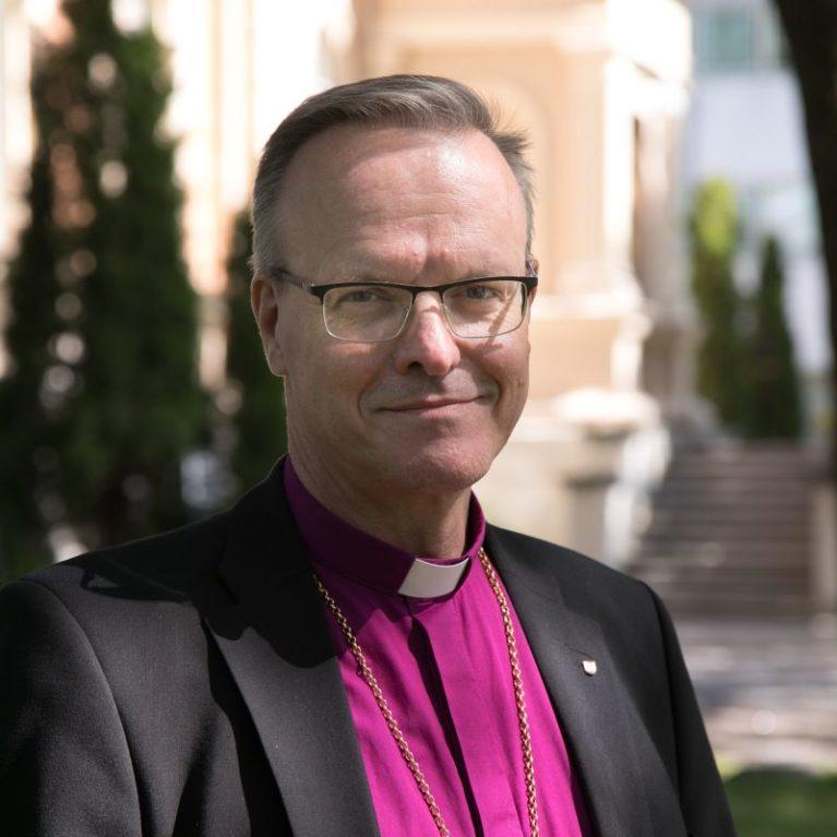 KUUNTELE: Arkkipiispa vastaa toimittajien kysymyksiin suorassa lähetyksessä