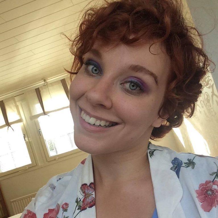 """KUUNTELE: """"Parantamisrukoukset ovat loukkaavia"""" – Jenniina Järvelle elämä vammaisena on täyttä ja normaalia"""