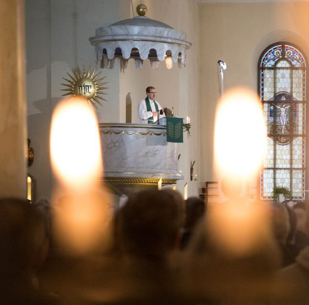 Piispa Jukka Keskitalo pohtii joulutervehdyksessään, mikä on paimenille ilmestyneiden enkelien sanoma meille