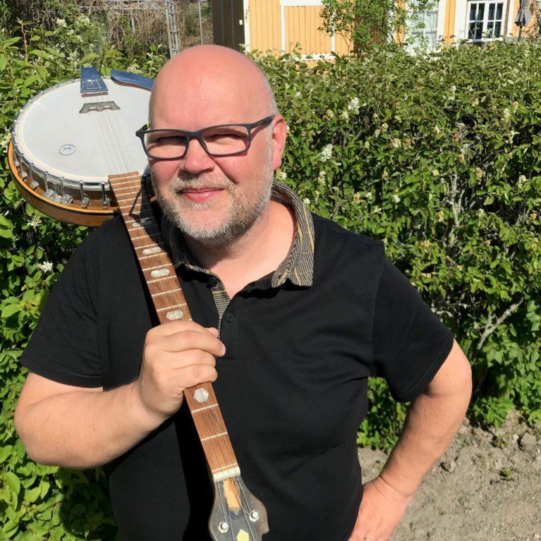 Fiilistele Kesämies Mikael kylässä -aamulähetyksiä uusintana – podcastit löytävät täältä