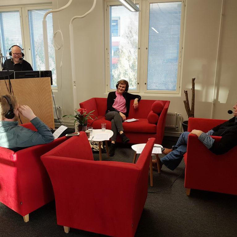 Kuuntele Jälki-istunnossa pohdittiin demoneja ja OmaTahto2020 -kansalaisaloitetta sekä etsittiin totuuteen pyrkivää mediaa