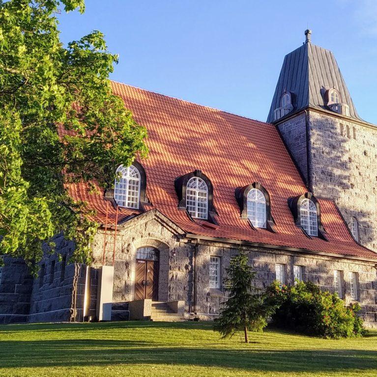 Kuuntele: Yhä harvempi kuuluu kirkkoon ja mieltää itsensä uskonnolliseksi. Mutta..