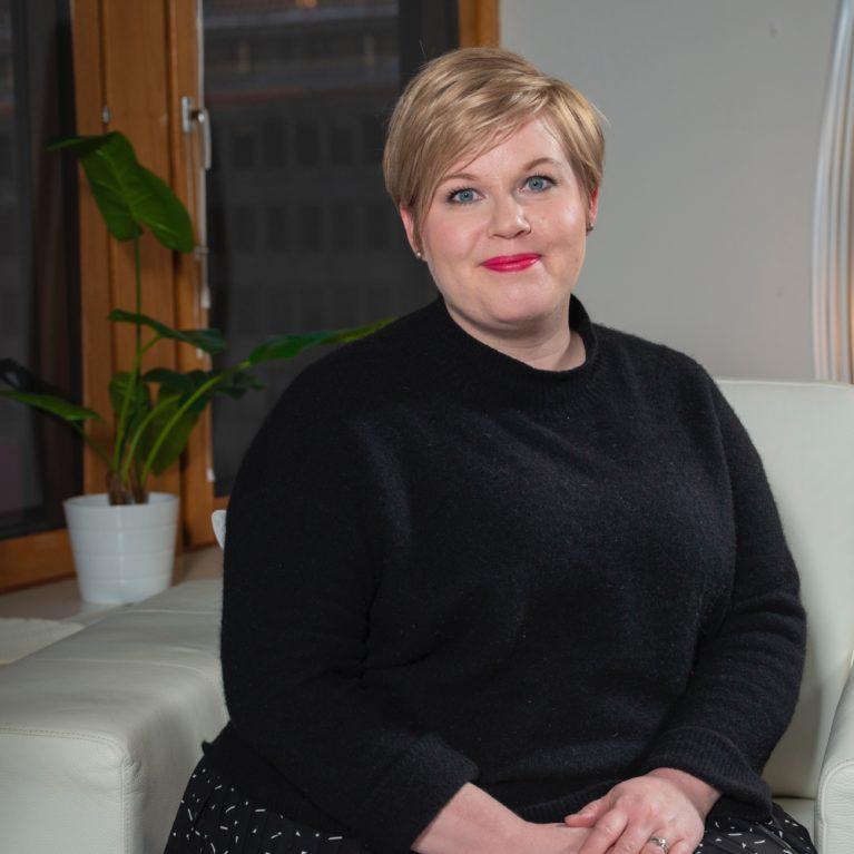 Puoluejohtajatentissä Annika Saarikko