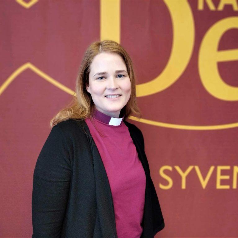 Kuuntele: Piispan kyselytunti – Mari Leppänen pitää kirkon herätysliikkeitä kirkon rikkautena