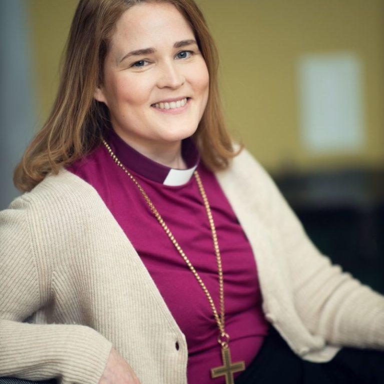 Pääsiäissunnuntain vieraana piispa Mari Leppänen