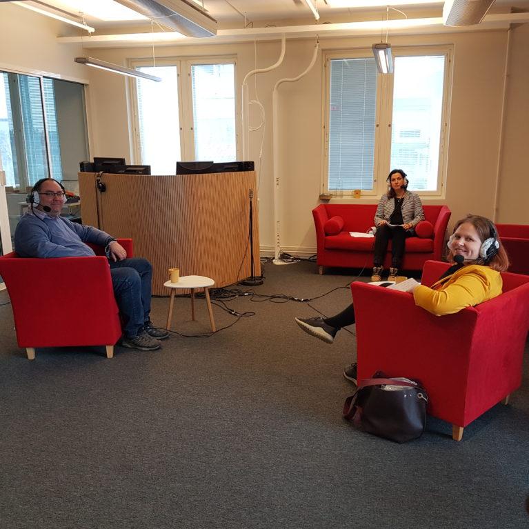 KUUNTELE: Jälki-istunnon aiheina luottamuskato, nuorten lukutaidon hupeneminen ja kirjallisuuden siirtyminen silmistä korviin