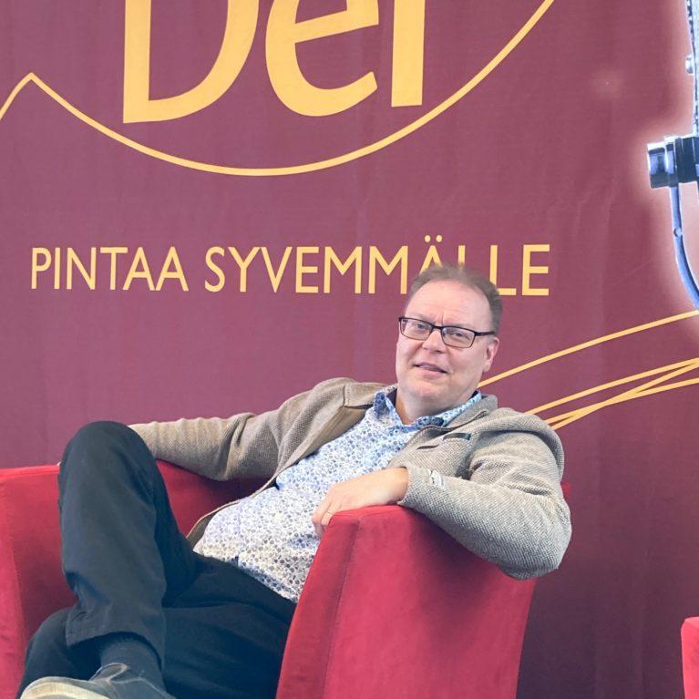 KUUNTELE: Hannu Lahtinen huokuteltiin yläkoululaisena kirkkoon – tuli uskoon ja evankeliointi alkoi saman tien