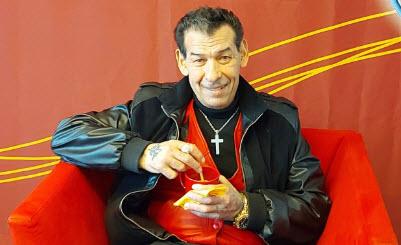 KUUNTELE: Lahjakas laulaja ja SM-tason painija ajautui 40 vuoden vankilakierteeseen