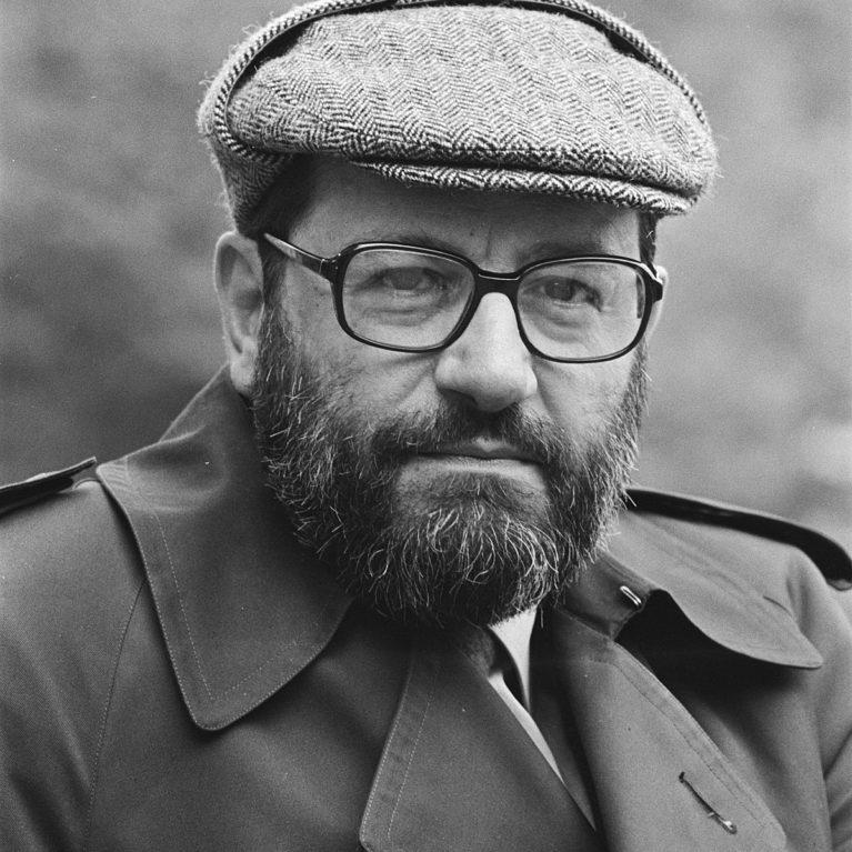 Umberto Eco antoi ruusulle nimen – klassikkokirjailijoista kertovan sarjan kuulet täältä