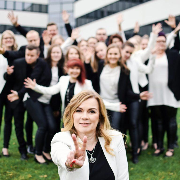 Voice ja Pekka Simojoki kuljettavat kuulijan Hankasalmelle